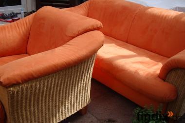 1A Couchgarnitur 3Sitzer, + 2 Sessel orange ,Seiten Korbgeflecht