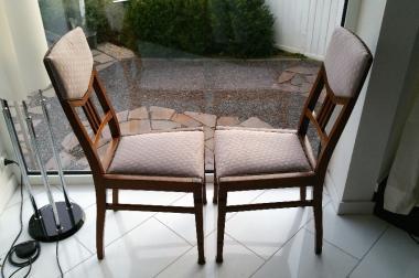 2 klassische Eichenholz Stühle aus den 20er Jahren