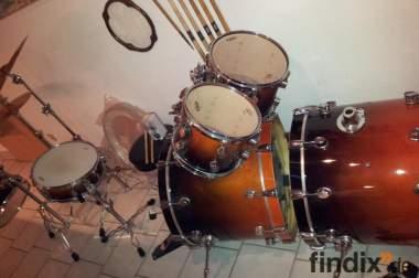 22 teiliges DpD Profi Schlagzeug (sehr Hochwertig), mit zweiter B