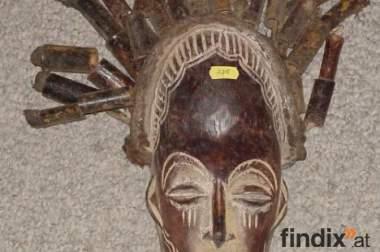 Afrikanische Artefakte zu verkaufen.