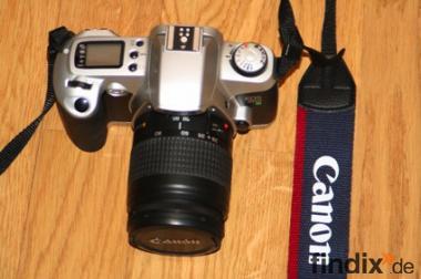 Analoge Spiegelreflexkamera Canon EOS 500N mit Objektiv