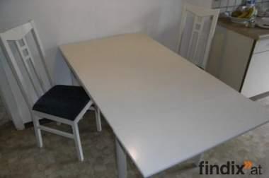 Ausziehbarer Esstisch inkl. 2 Stühle