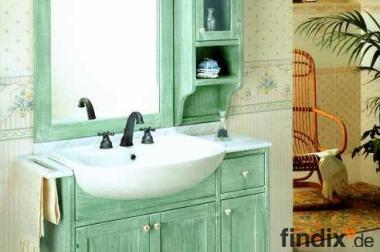 Badmöbel im Landhausstil mit Marmorplatte