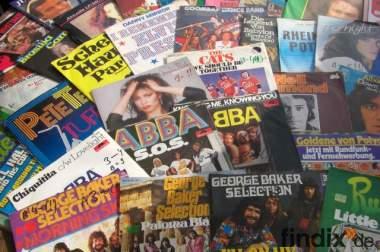 ca. 150 Schallplatte, ca. 100 CD`s, ca. 10 Computerspiele