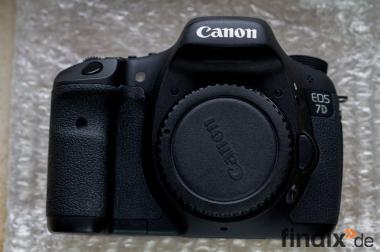 Canon 7D inkl Zubehör mit nur 896 Auslösungen + Restgarantie OVP