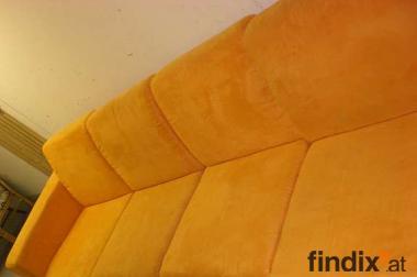 Couch orange, sehr groß, linkseitig ausgerichtet