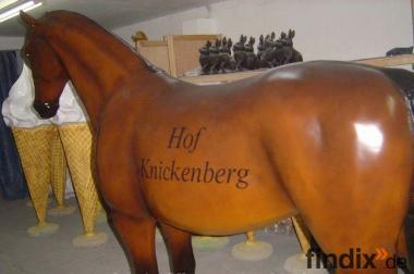 Deko Pferd lebensgross mit Firmenlogo ...