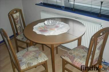 Drei Stühle und ein runder Tisch, auch einzeln