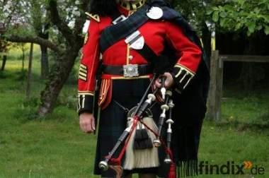 Dudelsackspieler in schottischer Uniform!