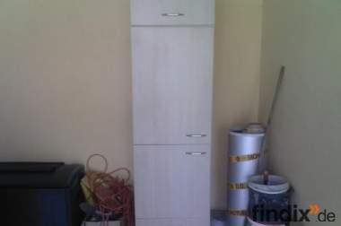 Einbaukühlschrank + Überbauschrank