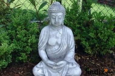 Eindrucksvolle Steinfiguren Buddha Skulpturen Gartenfiguren