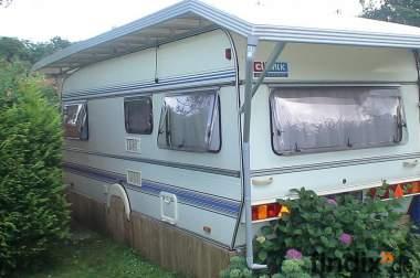 Feststehender Wohnwagen mit Feststehendem Vorzelt Wilk VB 9900