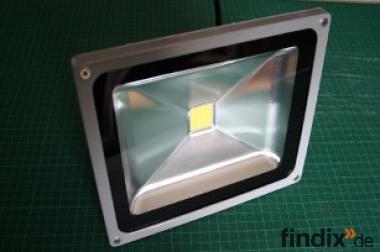 LED - Fluter 230 V - 1700 Lumen - 20 Watt - weiß