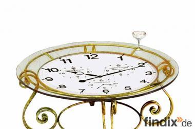 Großer Tisch, deren Oberfläche eine Uhr ziert