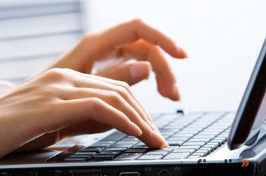 Heimarbeit am PC, Online-Job im Homeoffice Bürotätigkeit als Heim