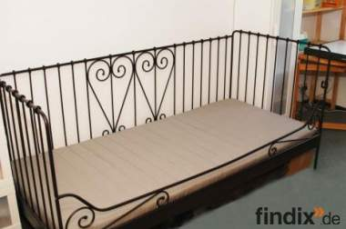 gut erhaltenes ikea bett 272767. Black Bedroom Furniture Sets. Home Design Ideas