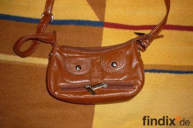 **kleine Damenhandtasche - neuwertig**