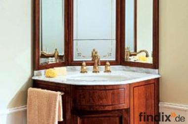 Kleiner Eckwaschtisch mit Spiegelschrank