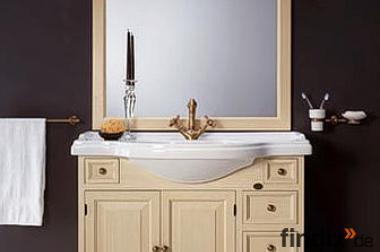 Landhaus Badmöbel mit großem Spiegel