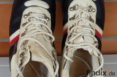 Langlaufski mit Schuhe für den Winter