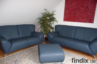 Leder-Garnitur 2 + 2 Sitzer und Hocker