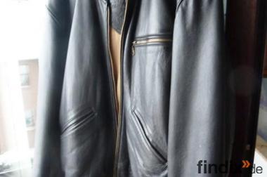 1 dicke schwarze Lederjacke