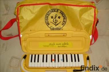 Melodika der Musikschule Fröhlich in gelb