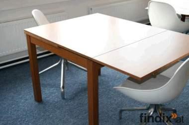 mittelbrauner Holztisch, ausziehbar