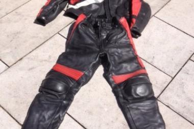 Motorrad Lederkombi, Motorradkombi, schwarz/rot mit Protektoren,
