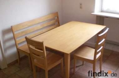 Neuwertige Tischgruppe mit Bank und Stühlen