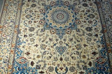 Orientteppich Nain mit Seide TOP 201x314 (T059)
