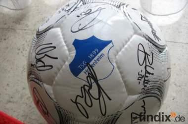 original Ball der TSG Hoffenheim mit Unterschriften der Mannschaf