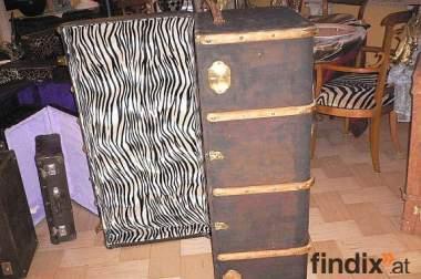 Schöne Alte Kofer Restauriert
