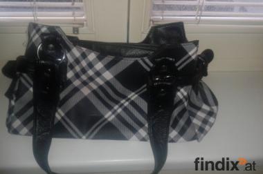 schöne und geräumige Tasche