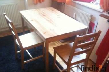 Schöner Esstisch inkl. 4 Stühle