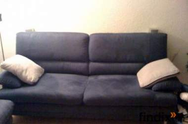 sch nes 2er sofa mit dazupassendem hocker 302812. Black Bedroom Furniture Sets. Home Design Ideas