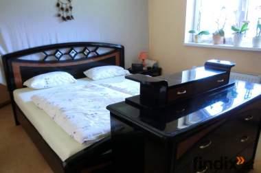 Schönes gut erhaltenes Schlafzimmer
