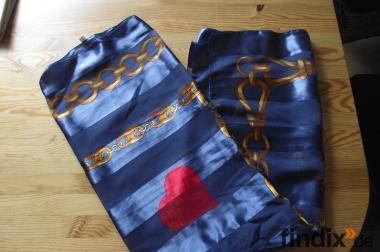 Schönes ungetragens Tuch aus Paris NEU