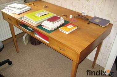 Schreibtisch günstig zu vergeben