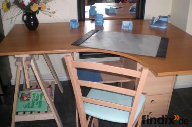 Schreibtisch mit Stuhl umbaubar in 2 Varianten