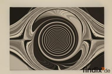 Schwarz-weiß mit Tunneleffekt.