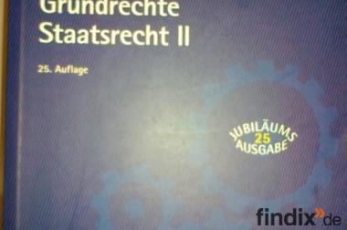 Sehr gut erhaltenes Uni Studienbuch zu Staatsrecht (Jura)