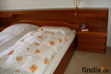 Sehr schönes, gepflegtes Doppelbett mit Überbau in Kirschholz