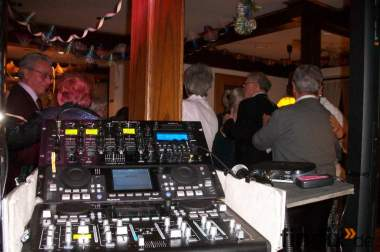 Sie suchen einen DJ für Ihre Feier mit Profi Anlage ?