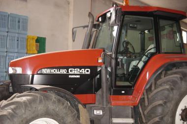 Traktor New Holland G240