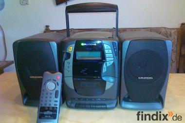 Voll funktionsfähige Stereoanlage mit abnehmbaren Boxen (Grundig)