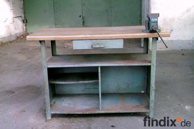 werkbank mit schraubstock 857506. Black Bedroom Furniture Sets. Home Design Ideas