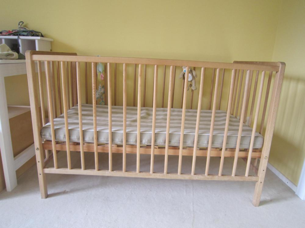 babybett aus holz 120 x 70 cm mit lattenrost und matratze 807706. Black Bedroom Furniture Sets. Home Design Ideas