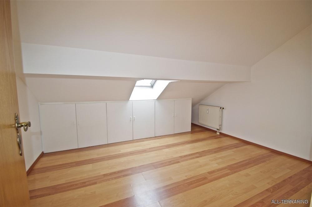 bezaubernde dg maisonette mit sonnigem s d westbalkon in zentraler lage unterschlei heim 364484. Black Bedroom Furniture Sets. Home Design Ideas