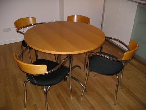 Essgruppe Tisch Mit 4 Stuhlen Zu Verkaufen 211446